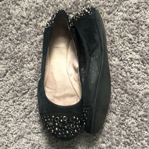 VINCE CAMUTO | Suede studded flats